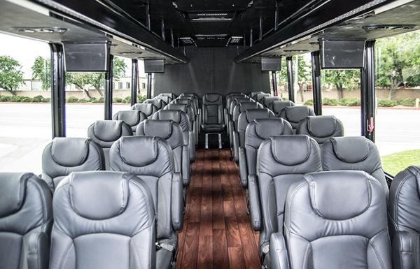 shuttle-tour_Federal-Freightliner_DSC0048.jpg