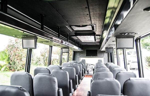 shuttle-tour_Federal-int-Freightliner_DSC0060.jpg